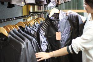 Lựa chọn mua áo da thật hay áo da công nghiệp